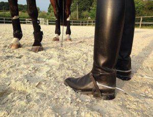 Conocé todo Usar espuelas mientras se monta a caballo