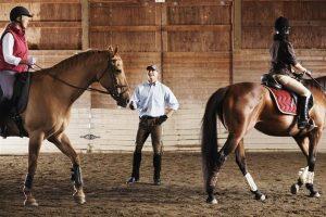 Conocé todo Inclinando entrenadores de equitación o instructores